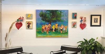 Foto aus der Ausstellung Marids Lieblingsbilder, Galerie Tobien Husum 2020. Zu sehen sind Werke von Ulrike Hansen, David Gerstein und Frans Masereel